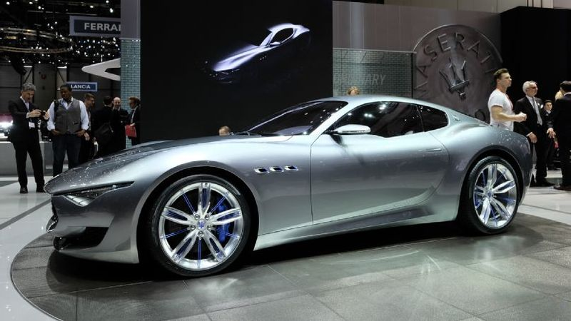 Maserati-alfieri-concept-show-floor-side-view-1