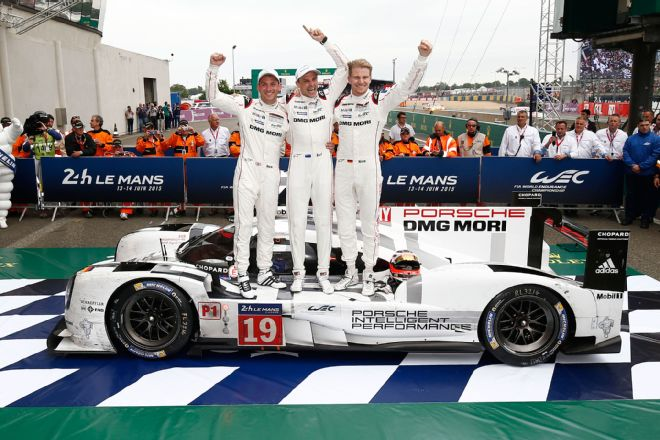 Porsche-919-hybrid-at-2015-24-hours-of-le-mans-podium